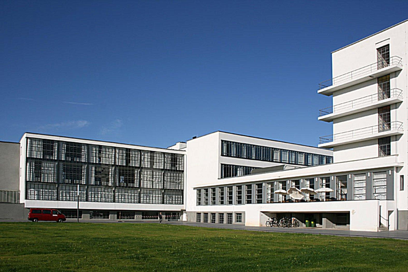 bauhaus building by walter gropius 1925 26 bauhaus building