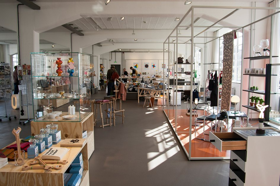 designshop at the bauhaus dessau shop stiftung bauhaus dessau bauhaus dessau foundation. Black Bedroom Furniture Sets. Home Design Ideas