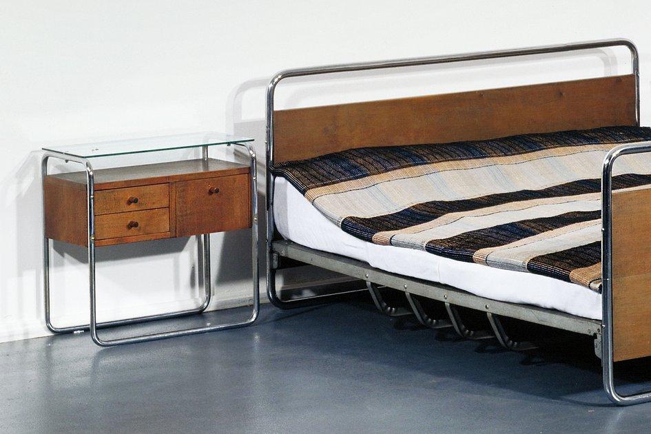 klassenraum der objekte der toilettentisch aus der wohnungseinrichtung m ller vermittlung. Black Bedroom Furniture Sets. Home Design Ideas