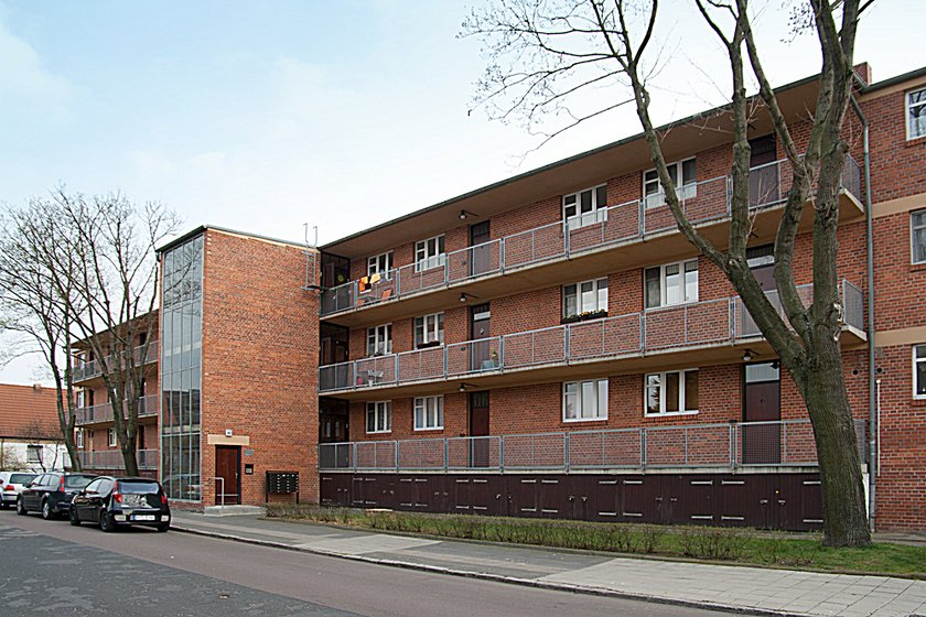 houses with balcony access by hannes meyer 1929 30 bauhaus buildings in dessau stiftung. Black Bedroom Furniture Sets. Home Design Ideas