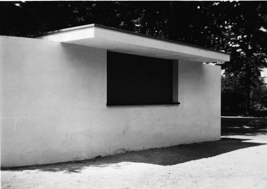 kiosk by ludwig mies van der rohe 1932 bauhaus buildings in dessau stiftung bauhaus dessau. Black Bedroom Furniture Sets. Home Design Ideas